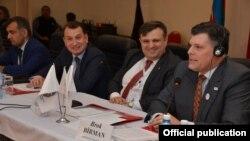 Blok Birman Azərbaycanda icma liderləri ilə görüşür