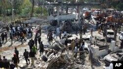 فیصل آباد: کار بم دھماکے میں کم ازکم 20 ہلاک