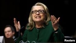 Clinton depondo co Congresso sobre ataque em Bengazi