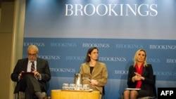Brookings Enstitüsü'ndeki toplantıya katılan Kadir Has Üniversitesi öğretim üyesi Soli Özel, Amerika ve Avrupa Merkezi Direktörü Fiona Hill ve TÜSİAD Başkanı Ümit Boyner
