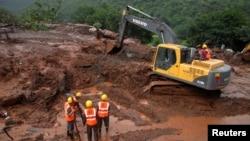 30일 인도 서부 마하라슈트라 주에서 산사태가 발생해 대규모 인명 피해가 발생했다.