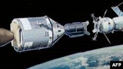 15 korrik: Projekti Apollo - Sajuz; Trumani pranon emërimin e partisë si kandidat për president