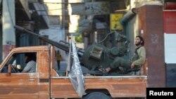 اعضای جبهه النصره سوار بر پشت وانت در استان ادلب