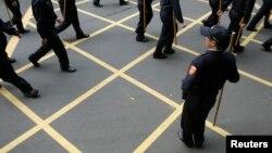 Ảnh minh họa: Cảnh sát canh gác bên ngoài tòa án ở Đài Bắc.