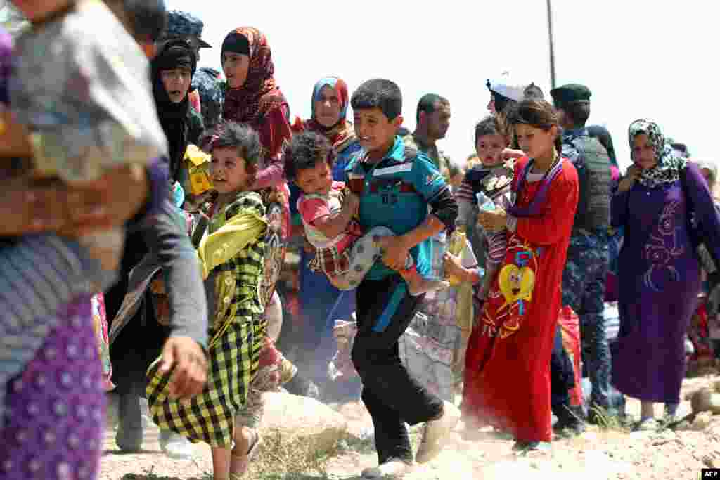 Iraqi families are pictured near al-Sejar village in Anbar province, after fleeing Fallujah on May 27, 2016, during a major operation by Iraqi forces to retake the city from Islamic State.