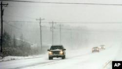 Udara dingin di Amerika Serikat meningkatkan permintaan akan bahan-bakar pemanas.