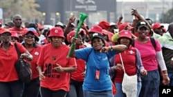 南非公务员举行罢工要求增加工资(2010年8月19日)