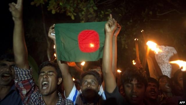 Người dân ăn mừng sự kết thúc của tình trạng bế tắc kéo dài 68 năm của hàng vạn người sinh sống trong vùng biên giới giữa Ấn Độ và Bangladesh, 1/8/2015.