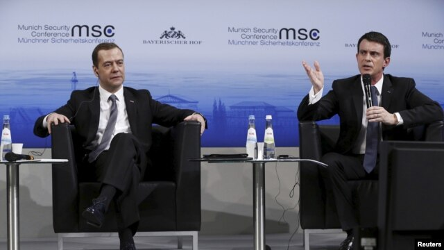 French Prime Minister Manuel Valls (R) and Russian Prime Minister Dmitry Medvedev attend the Munich Security Conference in Munich, Germany, Feb. 13, 2016.