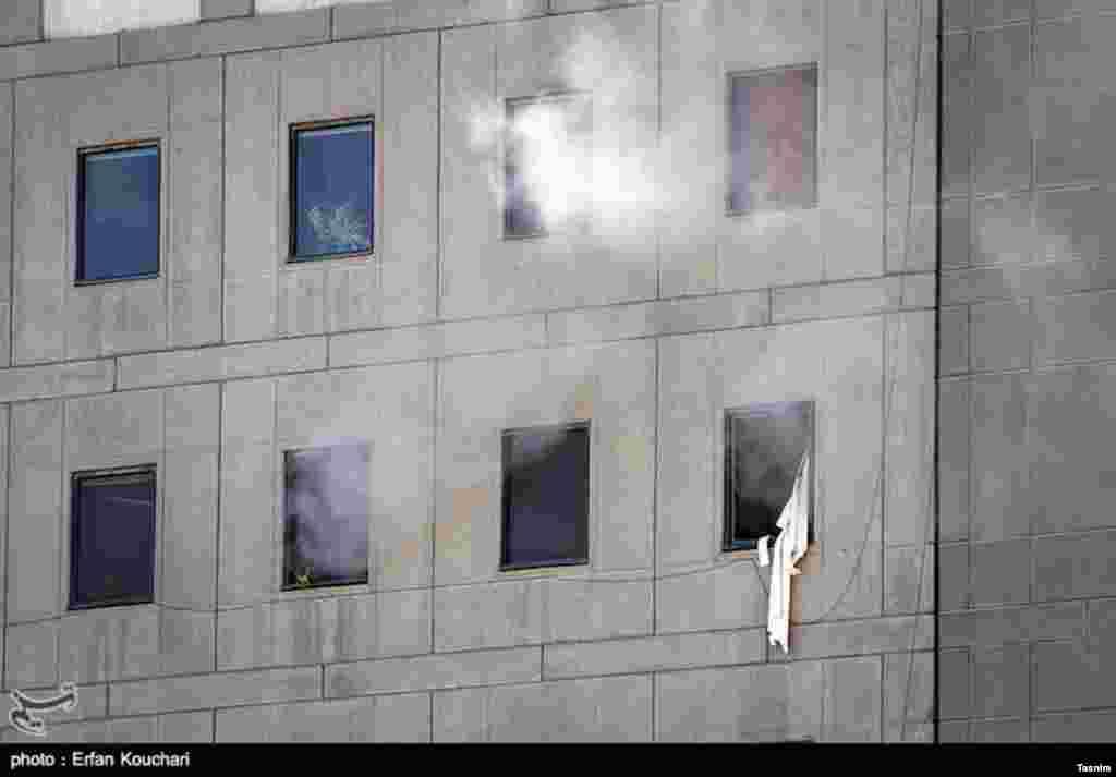 عکسی از حمله تروریستی در تهران- ساختمان مجلس شورای اسلامی.