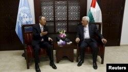 Palestinian President Mahmoud Abbas (R) meets U.N. Secretary-General Ban Ki-moon