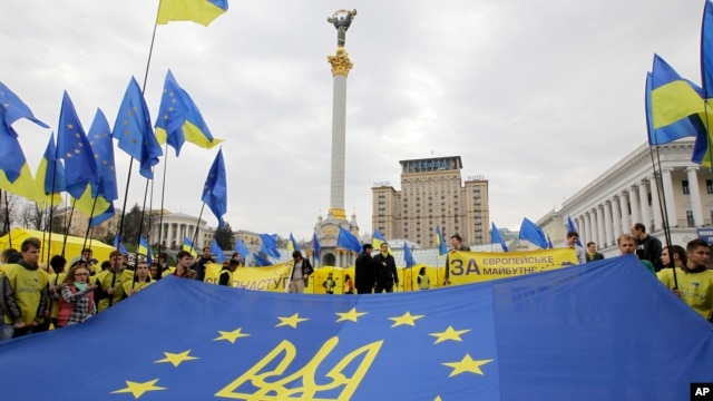 FILE - Pro-European Union activists rally in the center of Kyiv, Ukraine's capital, Oct. 30, 2013.