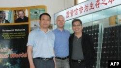 台商李正文(右)与比利时客户迈克(中)及大陆合伙人白斌志(左)