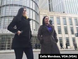 """Emma Coronel (izq.) y Silvia Delgado, esposa y abogada mexicana de Joaquín """"El Chapo"""" Guzmán, viajaron a Nueva York para la segunda audiencia del capo del Cartel de Sinaloa, desde que fue extraditado el 19 de enero de 2017."""