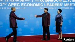 Chủ tịch Trung Quốc Tập Cận Bình và phu nhân đón tiếp Tổng thống Mỹ Barack Obama tại đại tiệc Chào mừng APEC ở Bắc Kinh, ngày 10/11/2014.