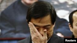 2007年1月17日原重庆市共产党党委书记薄熙在北京薄一波灵堂抹眼泪。