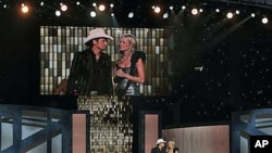 Carrie Underwood and Brad Paisley host the 44th Annual Country Music Awards in Nashville, Tenn., 10 Nov 2010