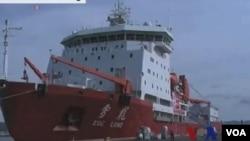 去年夏天,中國的第一艘破冰船雪龍號從上海經過俄羅斯上方到達冰島