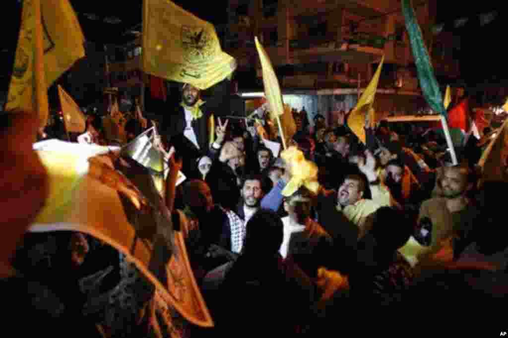 29일 팔레스타인이 옵서버 단체에서 옵서버 국가로 유엔 지위가 격상된 것에 환호하는 가자지구의 팔레스타인인들.