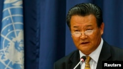 북한의 신선호 유엔주재 대사가 지난 6월 뉴욕의 유엔본부에서 기자회견을 갖고, 한반도 상황에 대한 입장을 밝히고 있다. (자료사진)