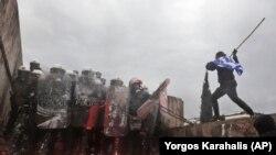 Sukob demonstranata i policijie na protestima u Atini