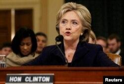 خانم کلینتون ساعت ها در جلسه کنگره آمریکا به نمایندگان پاسخ داد.