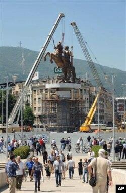 Три споменици на антички војсководци во еден ден