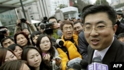 A lawyer for Proview Technology, Ma Dongxiao, talks to reporters speaks outside a courthouse in Shanghai after a legal hearing in February about the iPad trademark.