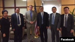 FILE: A group of former opposition CNRP lawmakers, led by Sam Rainy, meet Patrick Murphy, Deputy Assistant Secretary for Southeast Asia at the US State Department in Washington, DC, November 17, 2017. (Courtesy of Sam Rainsy Facebook)