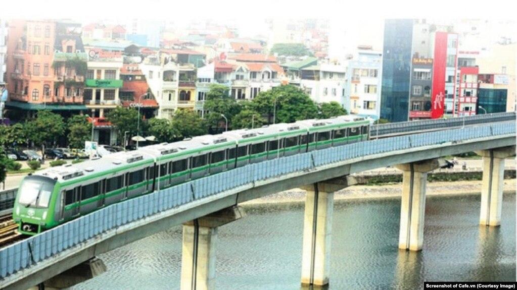 Tuyến đường sắt trên cao Cát Linh-Hà Đông trong thời gian vận hành thử ở Hà Nội. (Ảnh chụp màn hình Cafe.vn)