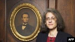 Однією із лауреатів премії стала також юрист, яка захищає прива психічно хворих людей, - Елин Сакс