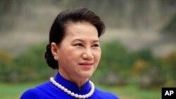 Bà Nguyễn Thị Kim Ngân, người dẫn đầu phái đoàn đi trên chiếc chuyên cơ có 9 người ... đi nhờ sang Hàn Quốc.