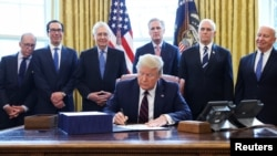 Церемония подписания закона
