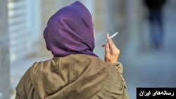 """Saying that someone """"stopped smoking"""" cigarettes and """"stopped to smoke"""" a cigarette have different meanings."""
