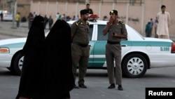 Polisi Saudi Arabia siaga di ibu kota Riyadh (foto: ilustrasi). Pihak berwenang Saudi sedang menahan seorang ulama terkemuka Saudi tanpa tuduhan.