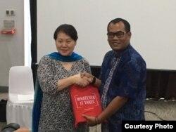 Direktur Lembaga Advokasi Hak Anak Andi Akbar dan Anggota Komite Hak Anak PBB Mikiko Otani. (Foto: Ratna Yunita)