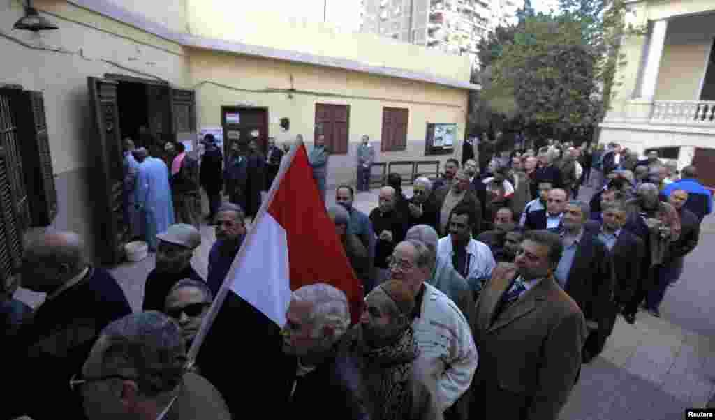 ملک پر دہائیوں تک حکمران رہنے والے حسنی مبارک کے اقتدار کے خاتمے کے بعد 2011ء سے اب تک مصر میں ہونے والا یہ چھٹا ریفرنڈم ہے۔