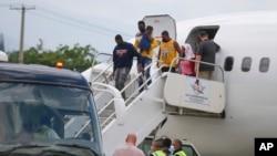 Ayisyen otorite imigrasyon ameriken voye tounen nan Pòtoprens.