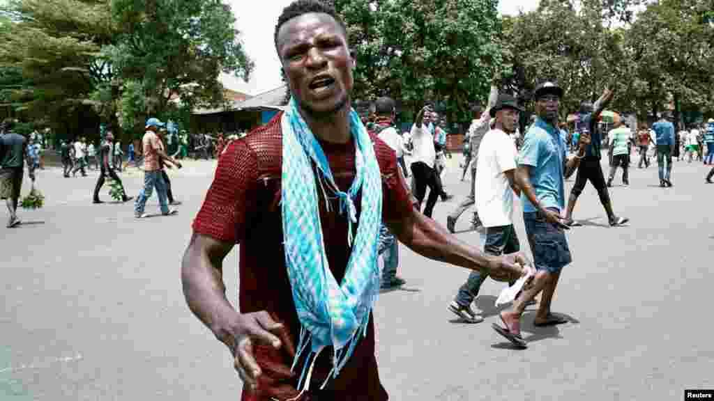 Réaction d'un membre de l'opposition lors d'une manifestation à Kinshasa, le 19 septembre 2016.