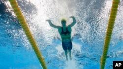 Vận động viên bơi lội người Úc, Emma McKeon, giành chiến thắng ở cự ly 50m và 100m tự do, trước khi giành hai huy chương vàng tiếp sức.