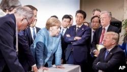 Geçen yıl düzenlenen G7 zirvesinin sonuna Alman hükümetinin servis ettiği bu fotoğraf damgasını vurmuştu.