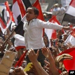 Des manifestants de la place Tahrir, au Caire