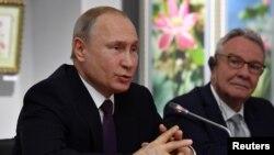 Президент Росії Володимир Путін виступає під час зустрічі з групою французьких політиків, які відвідали Крим, у Сімферополі 18 березня 2019 року.