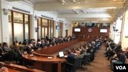 Para realizar una revisión más profunda de la situación en Venezuela se invitaron a expertos en diversos temas vinculados con la crisis humanitaria.[Foto: Jorge Agobián, VOA].