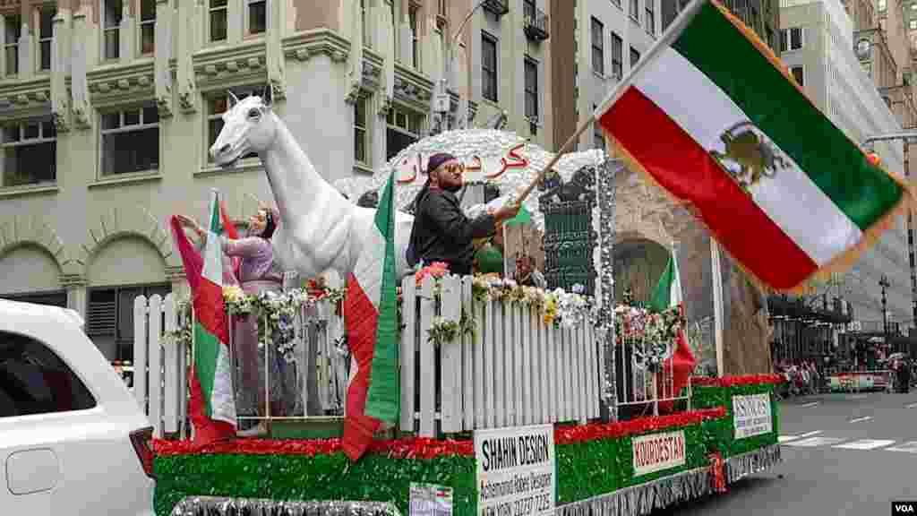 رژه ایرانیان در شهر نیویورک در سال ۲۰۱۹- اقوام و گروه های مختلف ایرانی در این رژه نمایندگی می شدند.