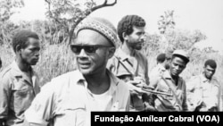 Amílcar Cabral e companheiros na luta