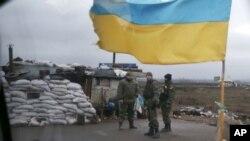 Українські військові неподалік Дебальцевого