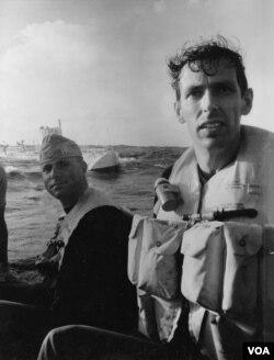 Don Walsh and Jacques Piccard nakon zaranjanja u podmornici koje je trajalo 8 sati