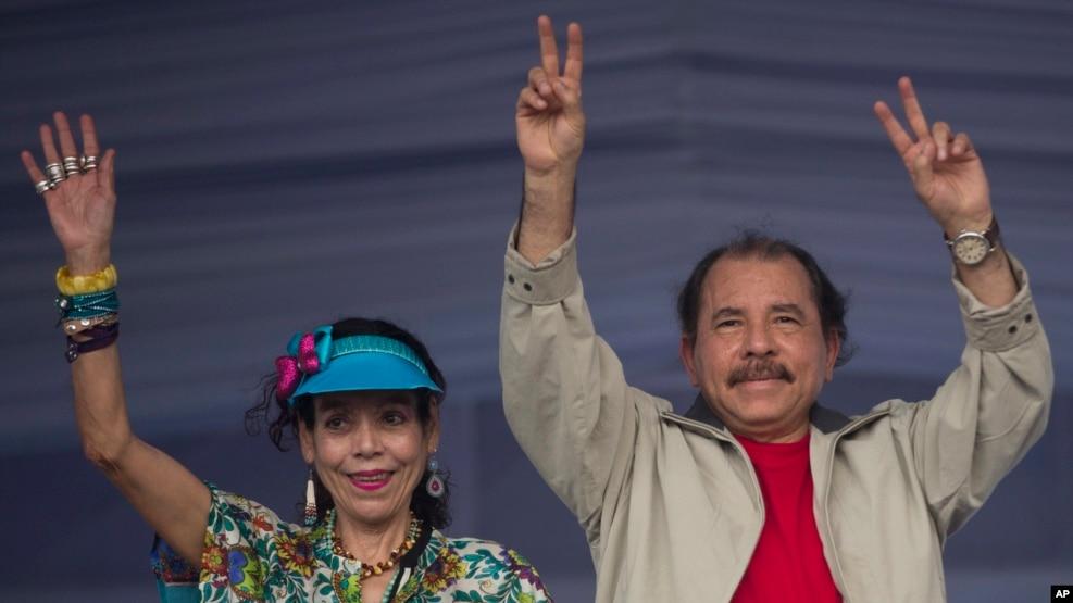El presidente de Nicaragua, Daniel Ortega, asume un cuarto período, junto a su esposa, Rosario Murillo, como vicepresidenta, el martes, 10 de enero, de 2017.