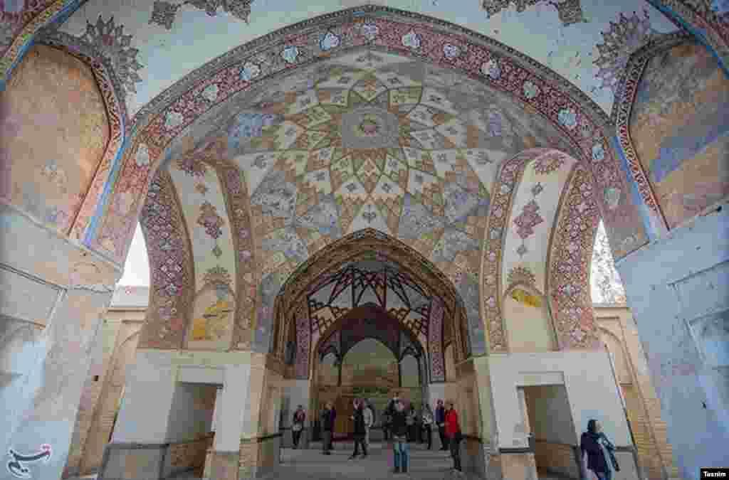 باغ فین کاشان، قبل از اینکه قتلگاه امیرکبیر صدراعظم ناصرالدین شاه شود، به زیبایی اش شهره بود. بنایی از دوره صفویه. عکس: علی خدایی